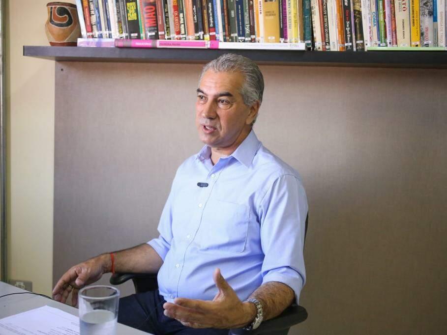 Governador do Estado, Reinaldo Azambuja (PSDB), durante entrevista no Campo Grande News. (Foto: Paulo Francis/Arquivo).
