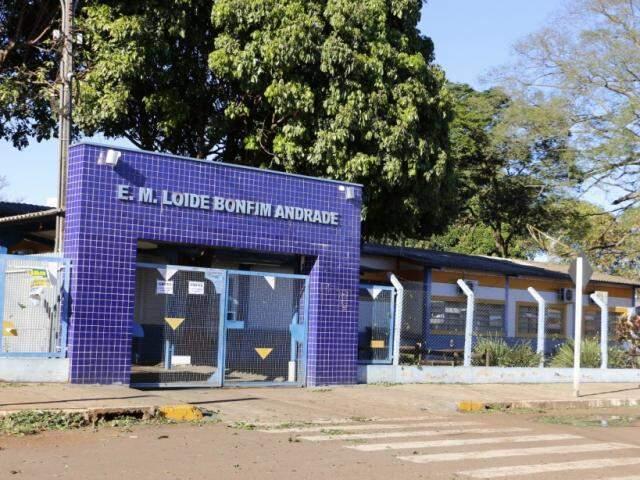 Escola no Jardim Água Boa está fechada no primeiro dia de greve (Foto: Helio de Freitas)