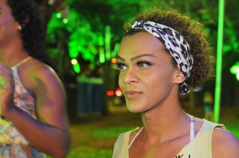 """Cabeleireira vinda de Manaus estranhou e disse que Carnaval aqui é """"devagar"""". (Foto: Alcides Neto)"""