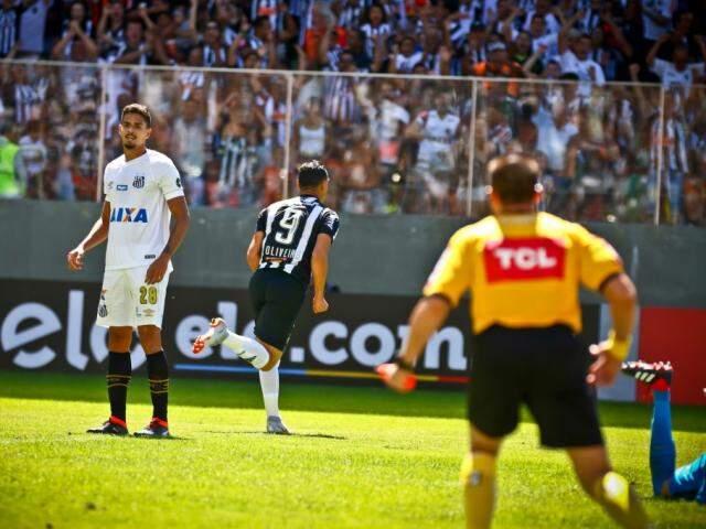 Ricardo Oliveira celebra gol marcado contra o seu ex-clube no Independência (Foto:  Bruno Cantini/Atlético)