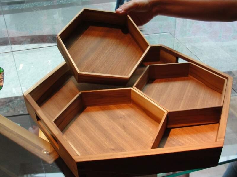 A peça é quatro em um, uma montada e as peças podem ser usadas separadas.