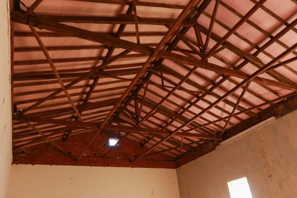 Estrutura de madeira do telhado também foi mantida original (Foto: Henrique Kawaminami)