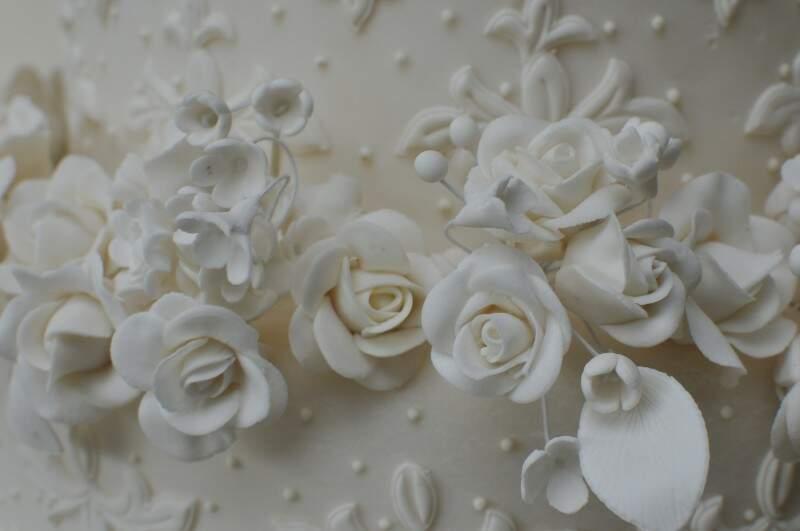 Detalhes de flores são todos feitos à mão. (Foto: Alcides Neto)
