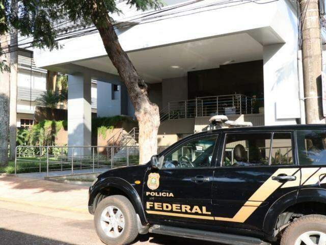 Polícia Federal cumpriu mandado de busca no Sesi, que fica no prédio da Fiems. (Foto: Henrique Kawaminami)