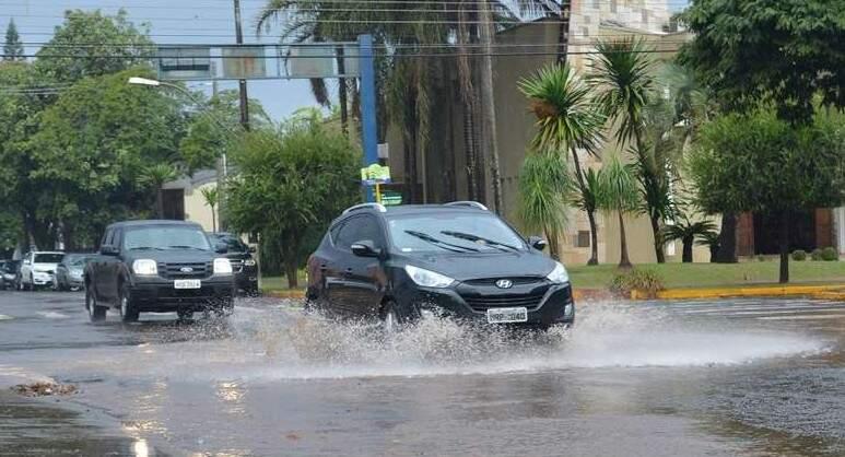Só ontem (8) Dourados registrou precipitação de 28 milímetros de chuvas até as 18h45 (Foto: Dourados News)
