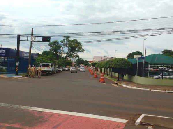 Agetran aguardava chegada do Exército para interditar rua por completo (Foto: Rafael Ribeiro)