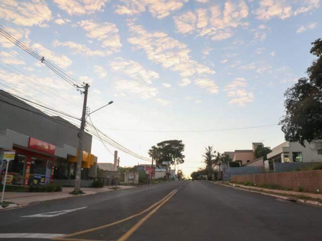 Céu de Campo Grande neste domingo (9) (Foto: Paulo Francis)