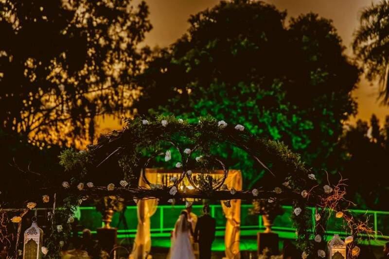 No fim de tarde, casamento fica ainda mais lindo. (Foto: André Barbosa [.atb])