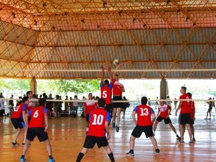 Fim de semana tem disputa entre atléticas, MMA e futebol feminino