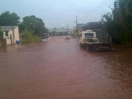 Alerta de tempestade segue até à noite e temporal já atinge cidades de MS