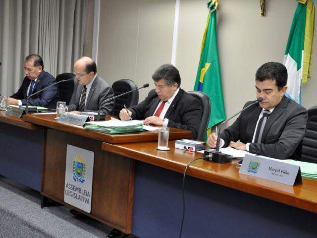 Deputados Gerson Claro (PP), José Carlos Barbosa (DEM), Lídio Lopes (Patri) e Marçal Filho (PSDB), durante sessão (Foto: Luciana Nassar/ALMS)
