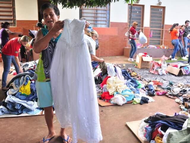 Dona Claudete foi quem levou o famoso vestido de noiva (Foto: João Garrigo)