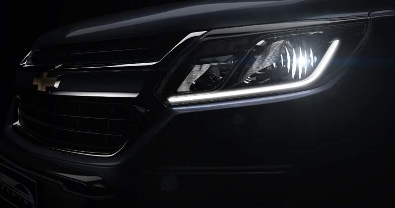 Nas versõesmais caras a S10 pode vir com uma guia de luz em LED (DRL).