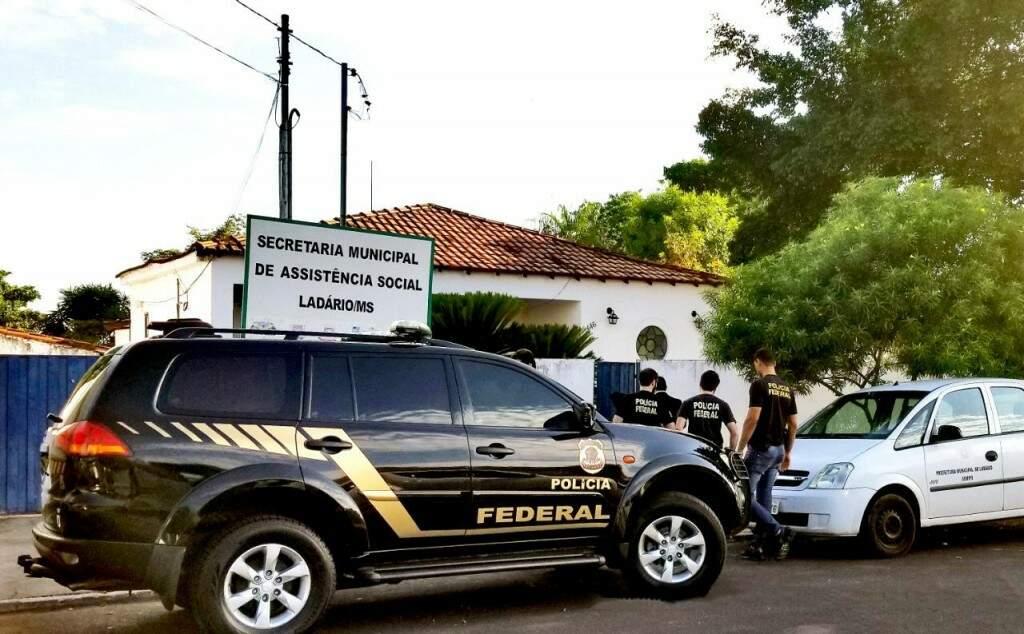 Policiais cumpriram mandados de busca e apreensão em Ladário, esta manhã (Foto/Divulgação)