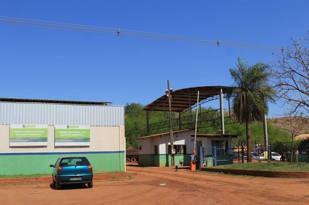 Aterro sanitário Dom Antônio Barbosa II substituiu o lixão e tem vida útil até 2021. (Foto: Marina Pacheco)