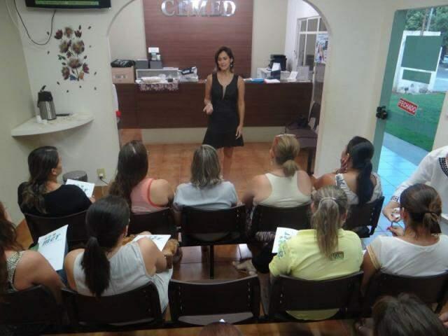 Em reuniões gratuitas, Juliana explica o método de emagrecimento que promete a perda de mais de 10 quilos em 2 meses (Foto: Arquivo pessoal)