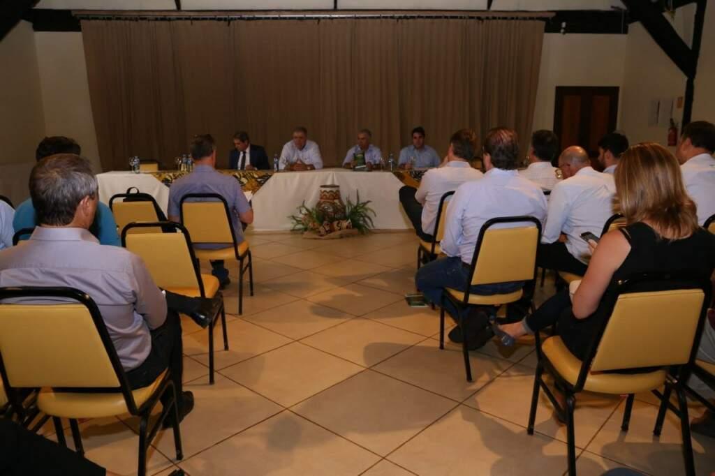 Encontro reuniu políticos, representantes do município e de entidades de preservação no Hotel Zagaia. (Foto: Kisie Ainoã)