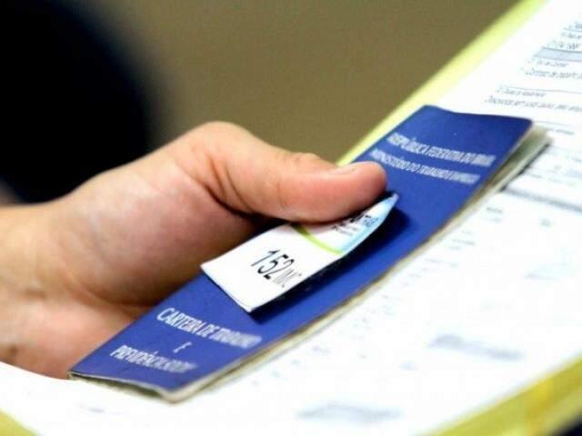 Interessados devem comparecer a Funtrab com documentos para cadastro. (Foto: Henrique Kawaminami)