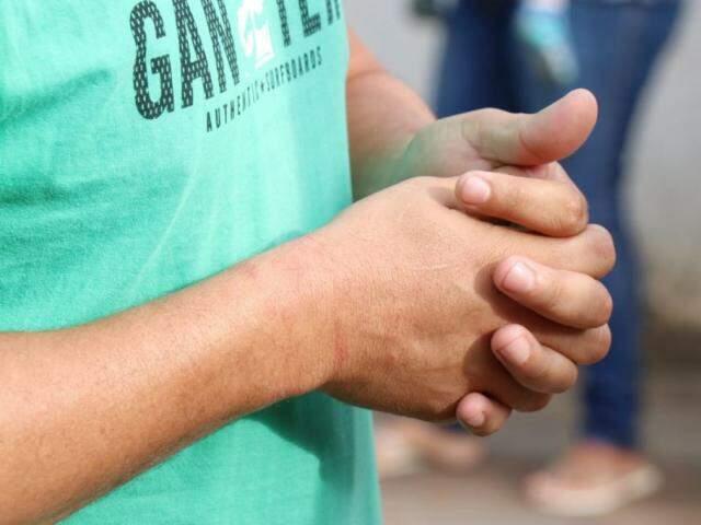 Motorista foi agredido, amarrado e ameaçado de morte (Foto: Henrique Kawaminami)