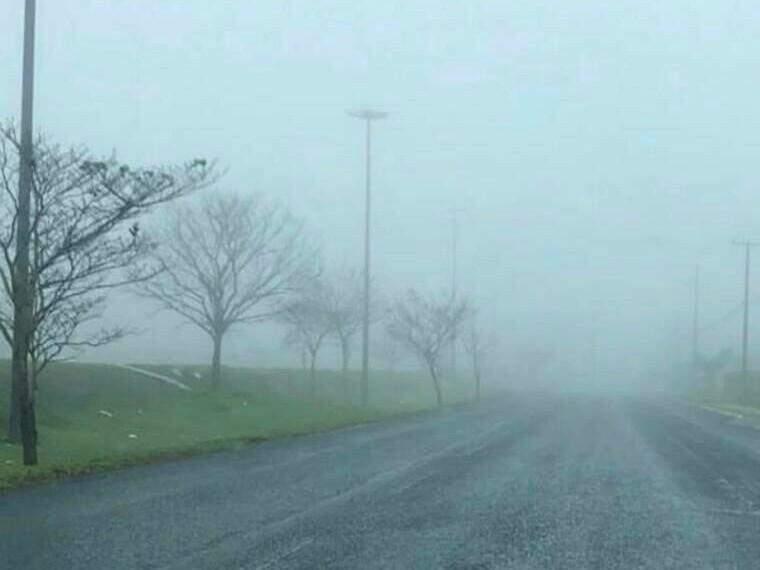 Frio cobre cidade de neblina e previsão anuncia 2ª frente fria da semana
