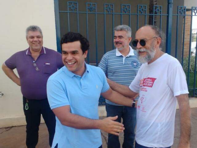 Deputado Beto Pereira (PSDB) ao chegar na eleição municipal do partido (Foto: Leonardo Rocha)