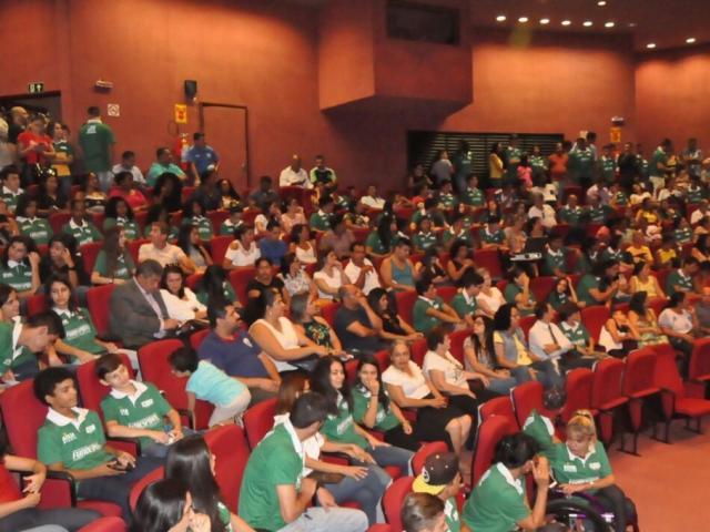 Auditório do Centro de Convenções Rubens Gil de Camillo ficou lotado na assinatura do Bolsa-Atleta