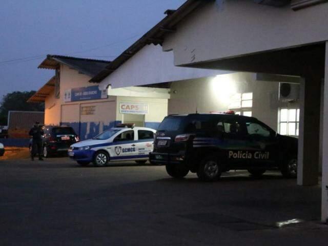 Autoridades de segurança pública estiveram no local após o crime. (Foto: Paulo Francis)