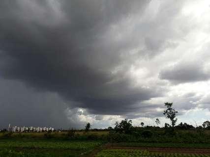 Depois de pausa, semana promete ser de chuvas intensas em todo estado