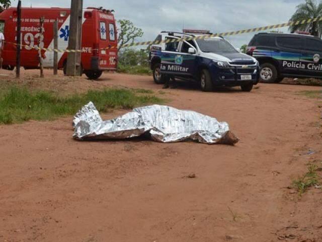 Ana Paula tentou fugir e pedir socorro, mas morreu no meio da rua. (Foto: O Pantaneiro)