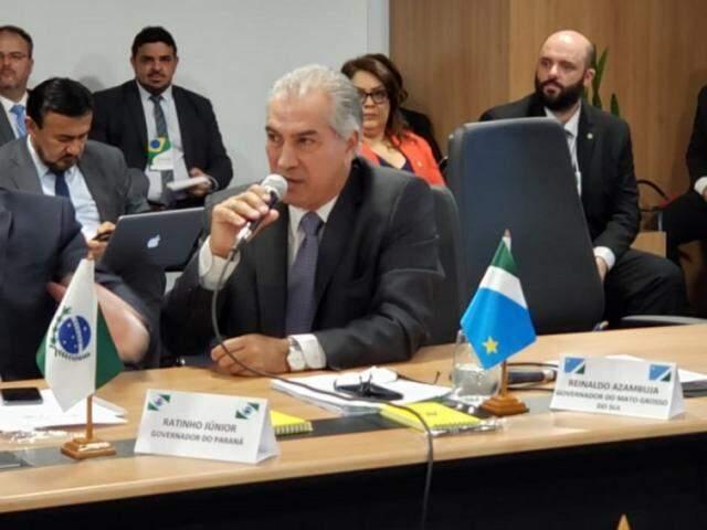 Reinaldo afirma que os 25 governadores presentes fecharam questão quanto a manutenção de Estados e municípios em projeto da reforma (Foto: Subcom/Divulgação)