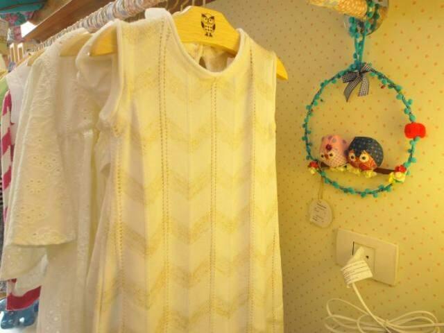 Para as meninas, as opções começam nos vestidos de linha. (Foto: Alcides Neto)