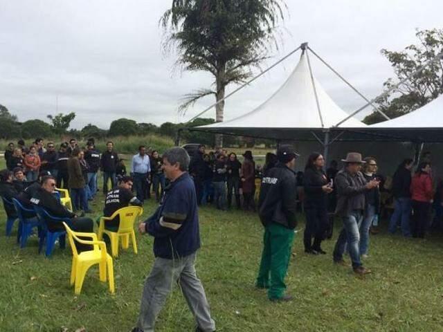 Servidores mantém piquete no Detran (Foto: Guilherme Henri)