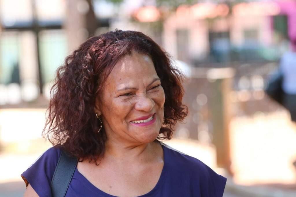 Maria das Graças diz que é das antigas e ama uma visitinha. (Foto: Marcos Maluf)