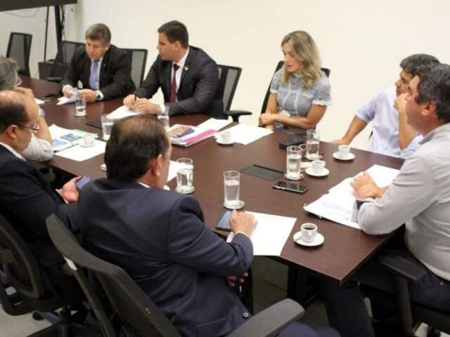 Reunião hoje na Governadoria entre secretário de Gestão, Eduardo Riedel, e comissão de deputados estaduais (Foto/Divulgação)