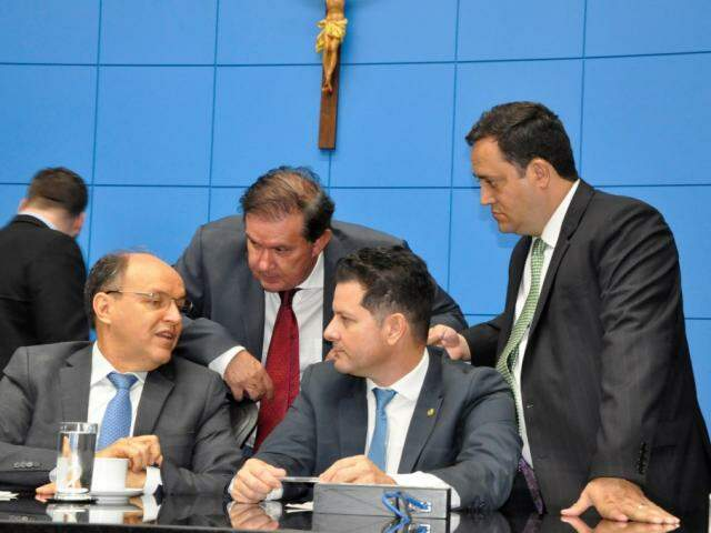 Deputados Junior Mochi (MDB), Eduardo Rocha (MDB), Renato Câmara (MDB) e Márcio Fernandes (MDB), durante sessão (Foto: Luciana Nassar/ALMS)