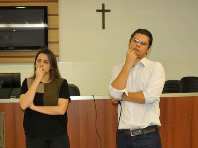 Isabela e Otávio Trad durante reunião sobre o assunto na tarde de quarta-feira. (Foto: Alcides Neto)