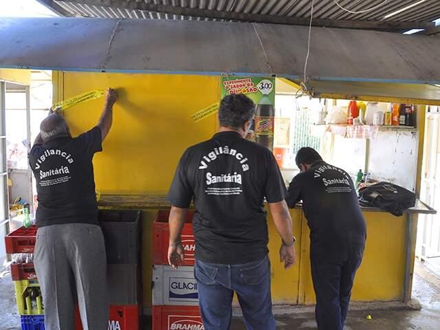 Vigilância Sanitária interdita 7 lanchonetes na feira Brasil-Bolívia