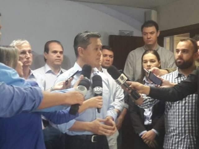Presidente da Famasul, Maurício Saito, durante coletiva de imprensa nesta quarta-feira (12) (Foto: Izabela Sanchez)