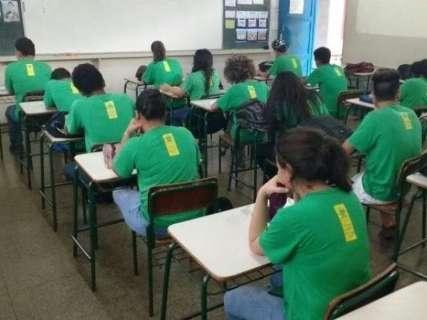 Governo faz contratos de R$ 3,4 milhões para comprar 300 mil uniformes