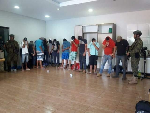 Os pistoleiros de Minotauro presos ontem em Pedro Juan Caballero (Foto: Divulgação)