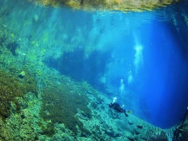 "Lagoa Misteriosa em Bonito, encanta visitantes e pesquisadores por seu fundo ""infinito"". (Foto: Marcio Cabral/ Lagoa Misteriosa)"