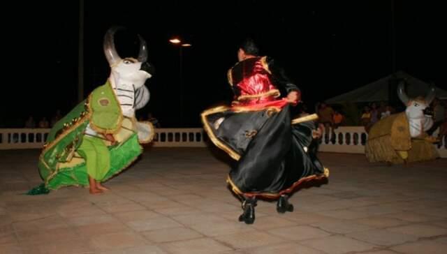 Folclore do Touro Candill deu roigem ao desafio dos touros Bandido e Encantado. (Foto: Divulgação)
