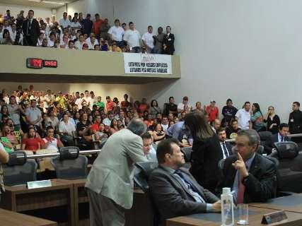 Pressionados, deputados chamam trabalhadores da JBS para reunião