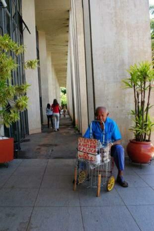 João em mais um dia de trabalho na Assembleia Legislativa. (Foto: Roberto Higa)