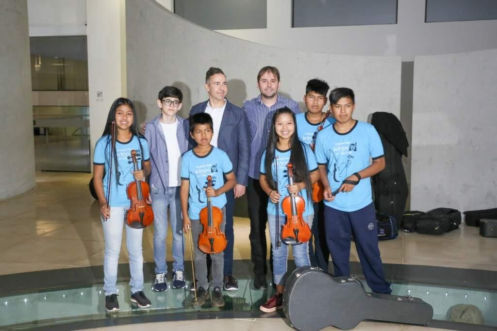 David foi recepcionado pela Orquestra Infantil Indígena (Foto: Paulo Francis)