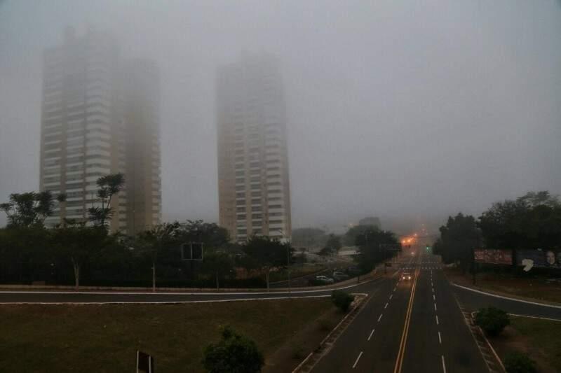 Na Capital, o dia amanheceu com vento, mínima de 12ºC e há grande possibilidade de chuva pela manhã e a tarde. A máxima não passa de 18ºC. (Foto: Fernando Antunes)