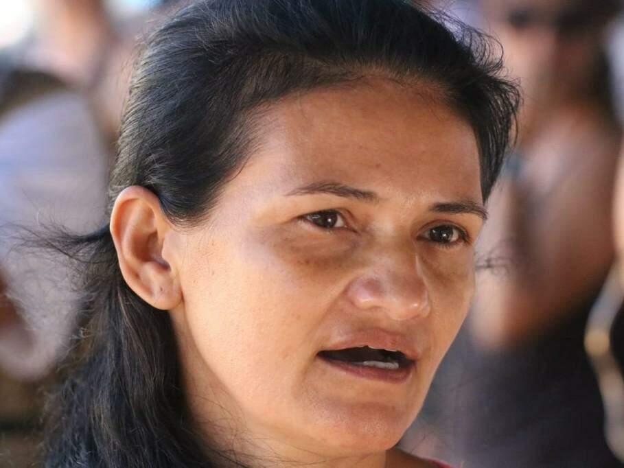 Cícera Barbosa da Silva, 44 anos, reclama da lotação da linha 072 (Foto: Marcos Maluf)