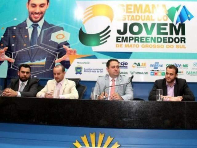 Evento voltado ao jovem empreendedor foi idealizado pelo deputado Márcio Fernandes (centro),  e já está na quinta edição (Foto: Wagner Guimarães/ALMS)