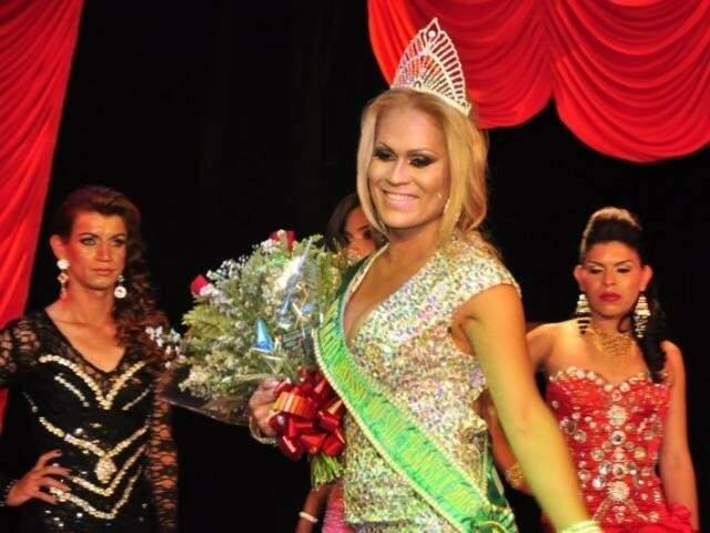 Paulinha quando foi eleita Miss Transex. O amor veio em se doar. (Foto: Arquivo/João Garrigó)