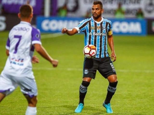 Maicon domina a bola diante da marcação. (Foto: Lucas Uebel / Grêmio)